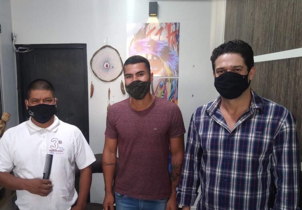 Da esquerda para direita; Evaristo Rocha ao lado de Renando Moreira e Marcelo Cabreira de Oliveira. (Foto: Arquivo pessoal)