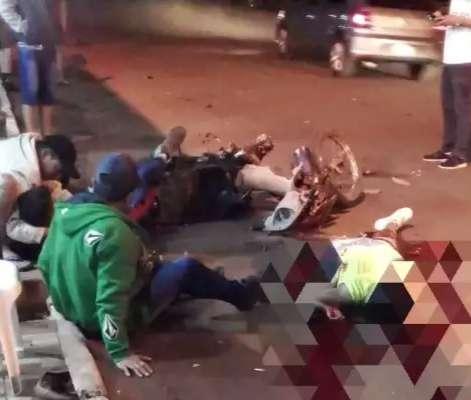 Ambulância é atingida por veículo durante socorro a casal amputado em acidente