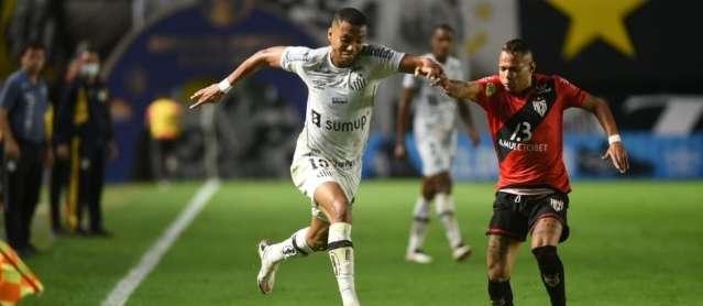 Com gol de Zé Roberto, Atlético-GO vence o Santos por 1 a 0 na Vila Belmiro
