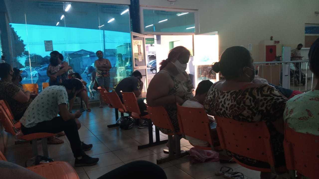 Pacientes aguardando atendimento na Upa Universitário. (Foto: Direto das Ruas)