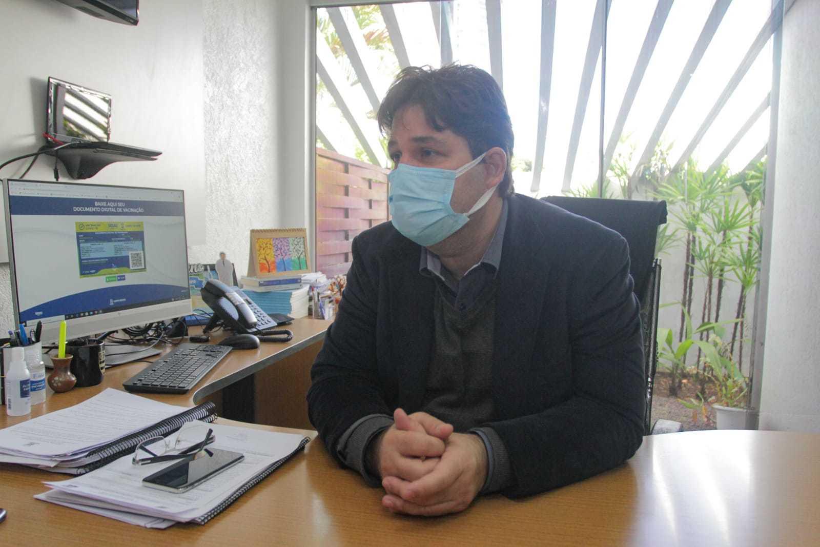 Secretário de Saúde José Mauro diz que vacina será anual e calendário não será fácil. (Foto: Marcos Maluf)