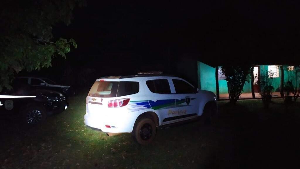 Na noite de ontem, polícia esteve no sítio da vítima, onde foi encontrada morta. (Foto: Jornal da Nova)