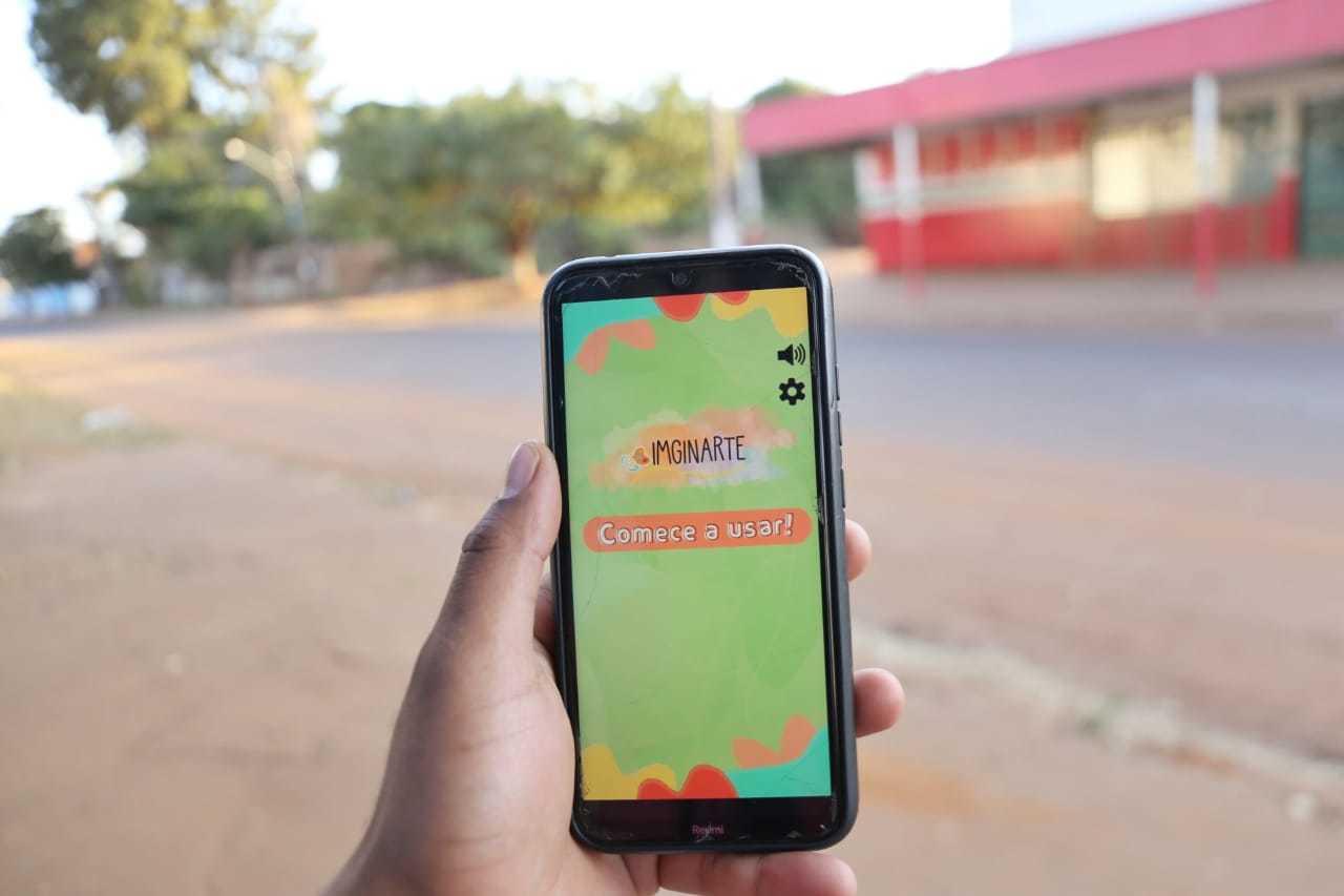 """Aplicativo """"Imaginarte"""" traz audiobooks narrados especial para crianças com deficiência visual. (Foto: Paulo Francis)"""