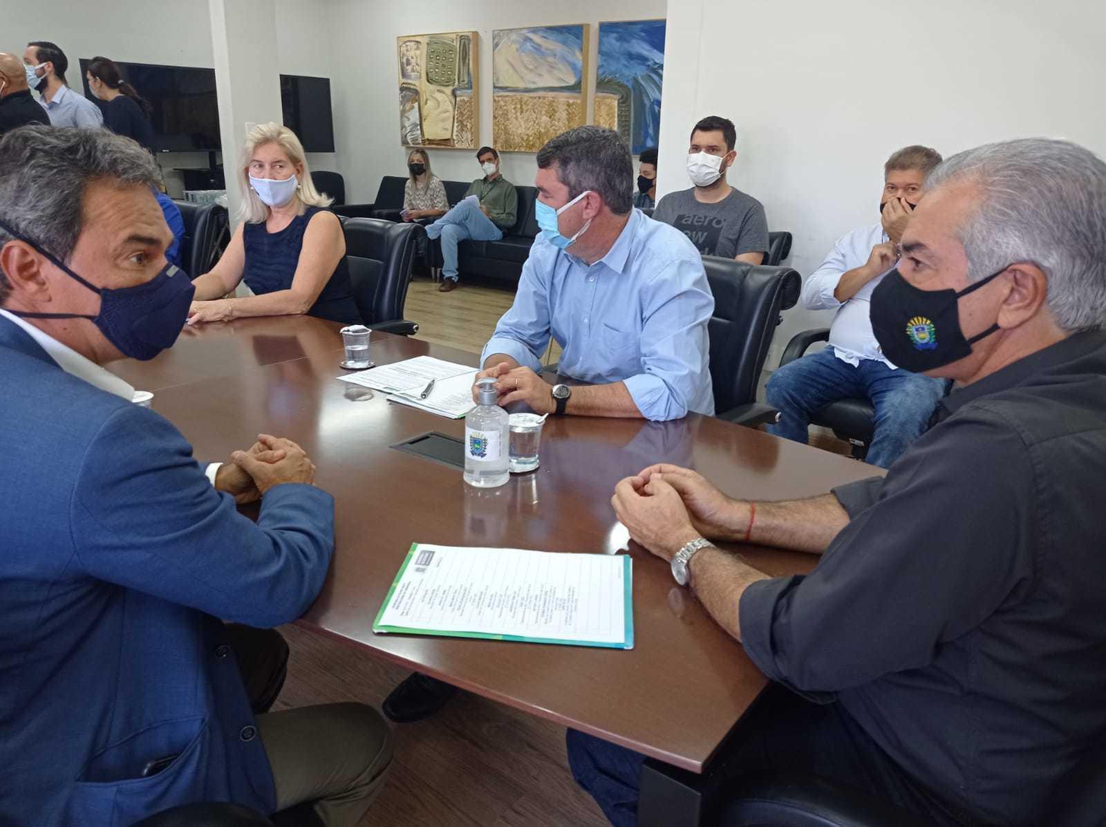Prefeitura e governo vão concluir obras, que não tem prazo para começar. (Foto: Gabriela Couto)