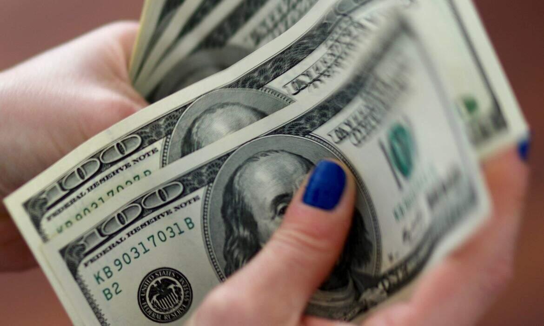 O dólar comercial encerrou esta segunda-feira (26) vendido a R$ 5,174. (Foto: Reuters)