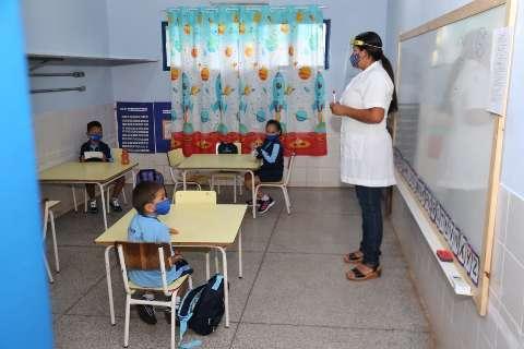 Pequenos assustam na volta às aulas e grandinhos dizem que estavam com saudade