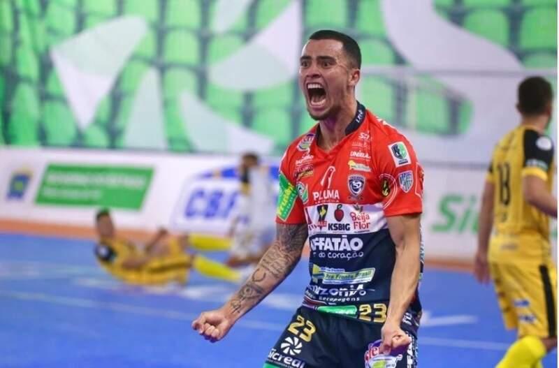Humberto, do Cascavel, comemora gol na vitória sobre Juventude AG (Foto: Mônia Cris/CBFS)