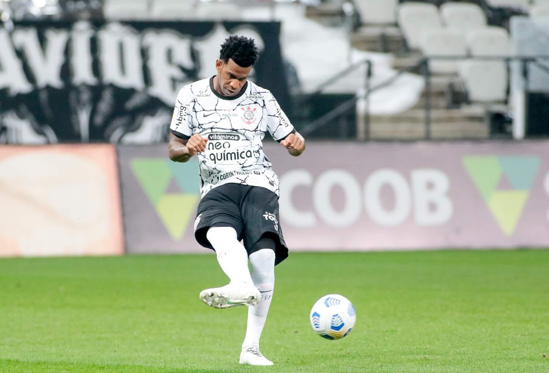 Zagueiro Gil toca na bola durante jogo do Timão (Foto: Rodrigo Coca/Agência Corinthians)