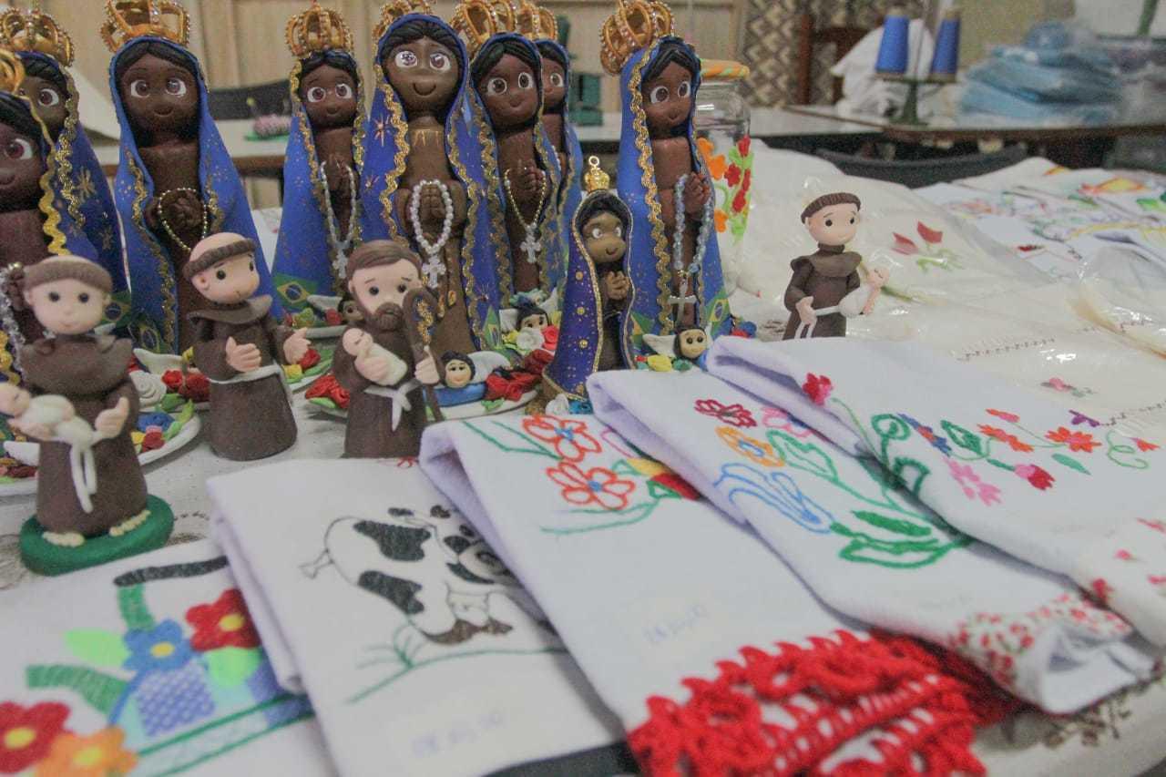 Artesanato feito pelos idosos durante o projeto da associação. (Foto: Marcos Maluf)