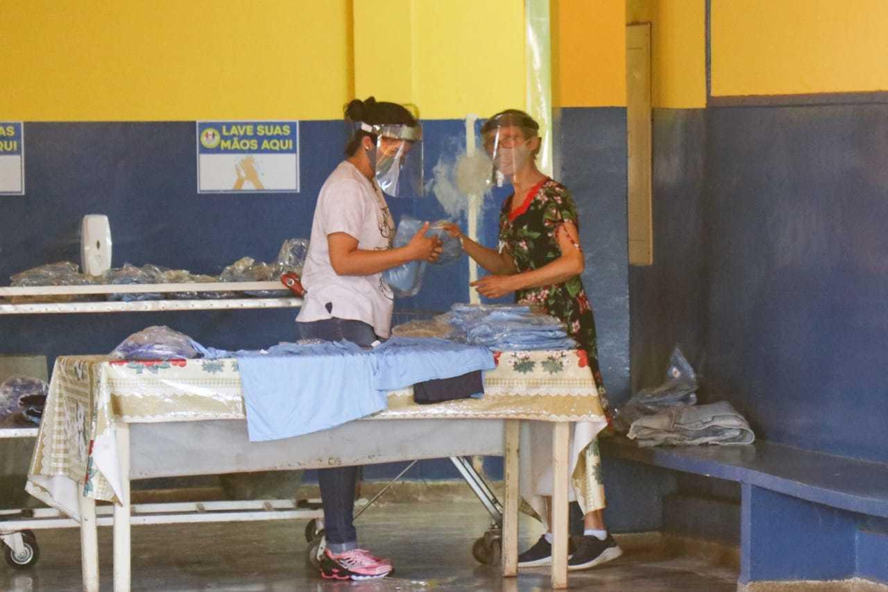 Operação da Guarda foi tema de coletiva em escola municipal que vai receber 120 alunos no retorno. (Foto: Henrique Kawaminami)