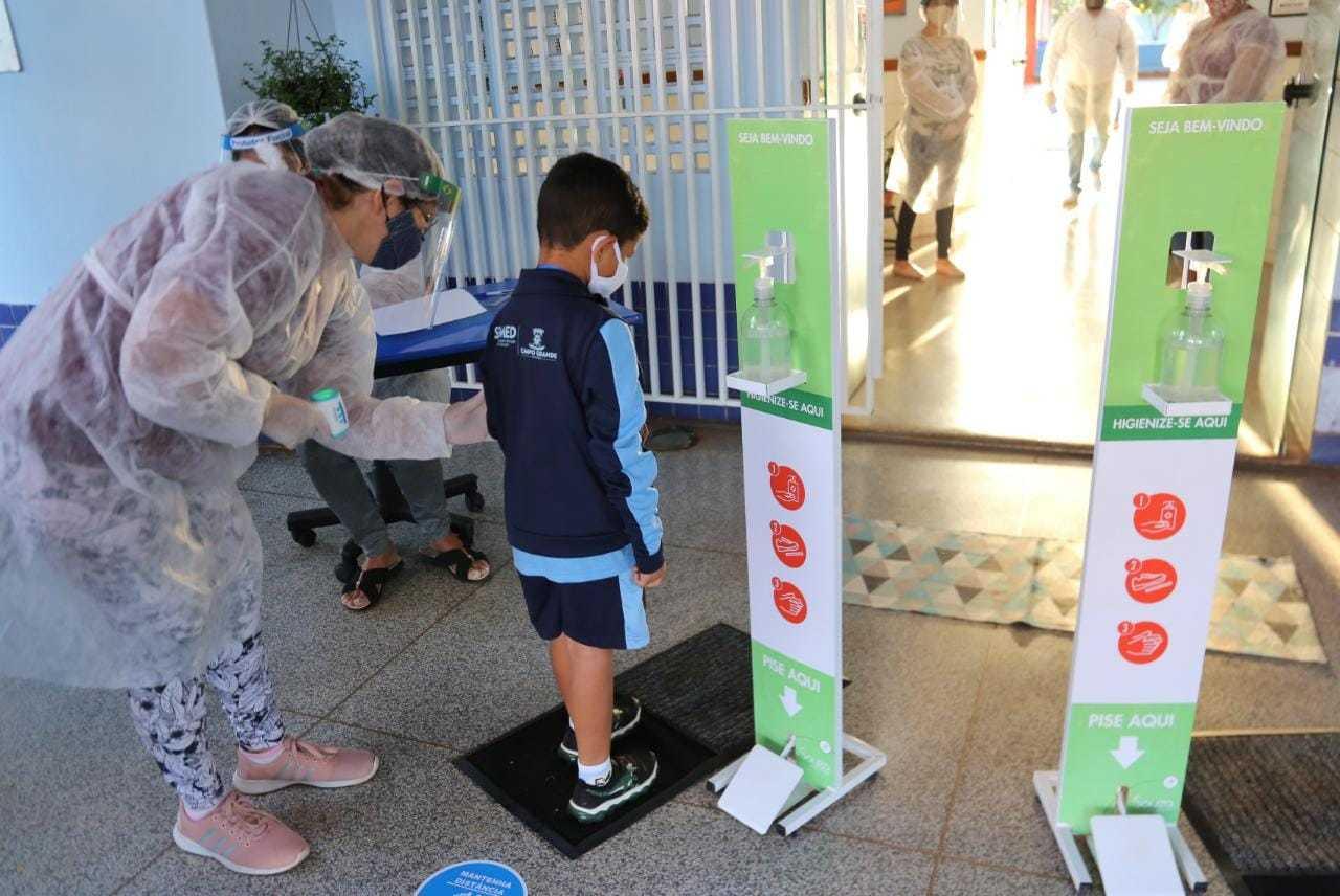 Tapete sanitizante também é item de biossegurança logo na entrada. (Foto: Paulo Francis)