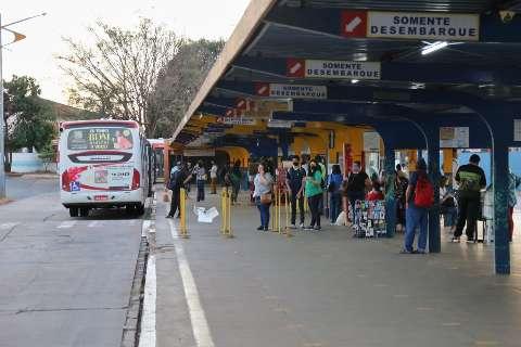 No 1º dia de aulas na rede municipal, escalonamento dá certo nos ônibus