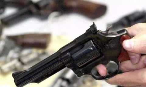 Maioria conhece alguém que tem arma de fogo em casa