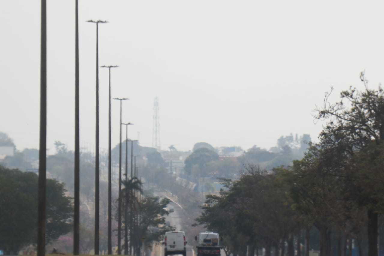 Névoa seca na região da Avenida Gury Marques em Campo Grande (Foto: Henrique Kawaminami)