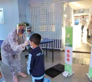 Crianças acabaram de voltar às aulas presenciais na rede municipal e já vão se deparar com frio. (Foto: Paulo Francis)