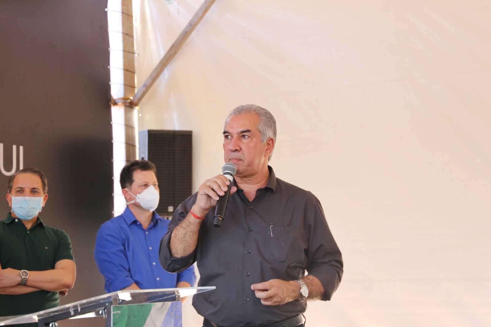 Governador Reinaldo Azambuja (PSDB) durante discurso em evento de entrega de viaturas nessa semana (Foto: Paulo Francis/Arquivo)
