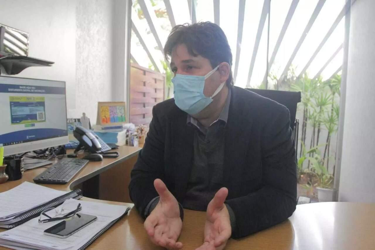 Secretário de Saúde, José Mauro explica que programa será lançado para realização de cirurgias eletivas. (Foto: Marcos Maluf)