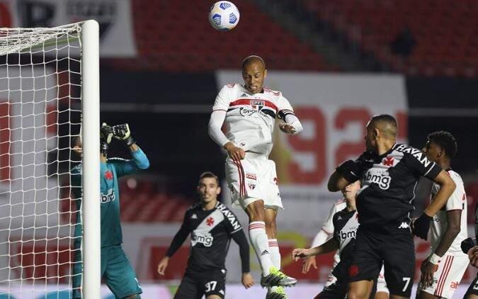 Jogadores em campo durante a partida desta noite. (Foto: Rubens Chiri / saopaulofc.net)