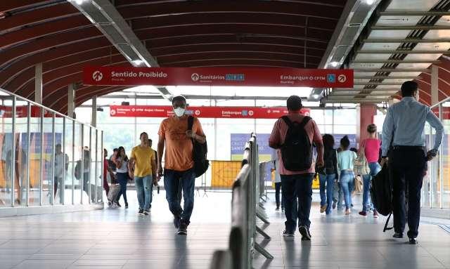 Brasil tem 42,2 mil casos e 1,3 mil mortes em 24 horas