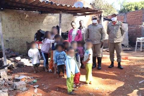 Após incêndio, doações garantem almoço para 10 crianças em fogão que resistiu