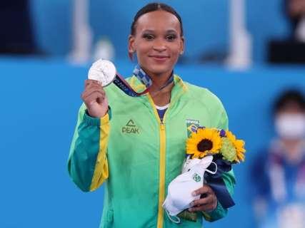 """Ao som de """"Baile de Favela"""", Rebeca Andrade conquista a prata em Tóquio"""