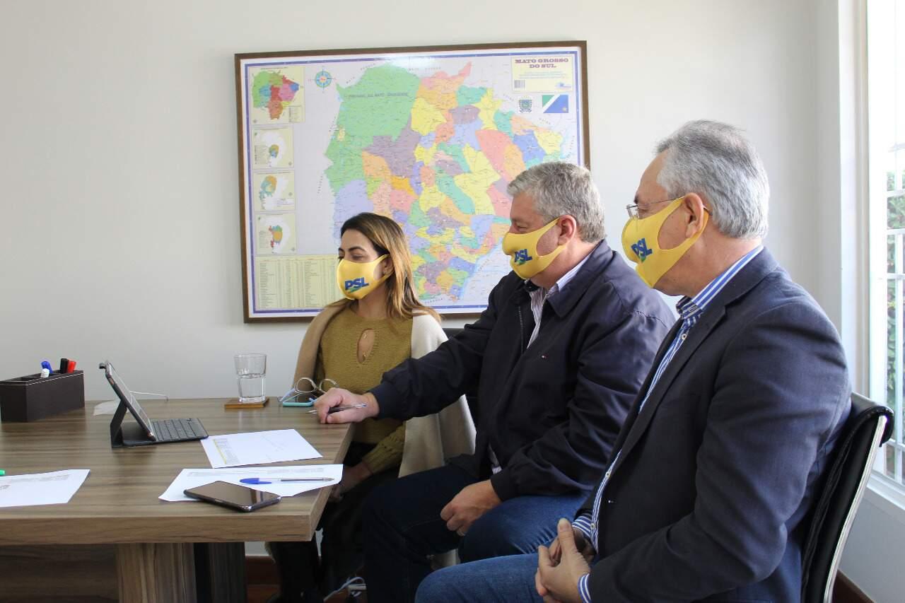 Senadora Soraya e equipe durante a reunião de virtual que definiu a destinação da verba para Dourados (Foto: Divulgação)