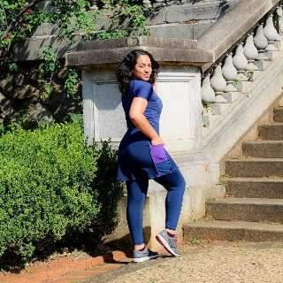 """Sem legging coladinha, Natália quer fama na moda fitness """"evangélica"""""""