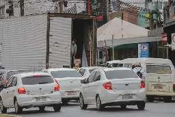 No Centro, caminhões de carga travam o trânsito, reclamam motoristas