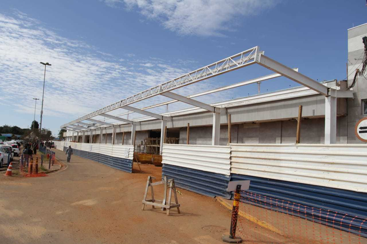 Antigo ponto de embarque foi fechado para instalação de pontos de lojas. (Foto: Marcos Maluf)