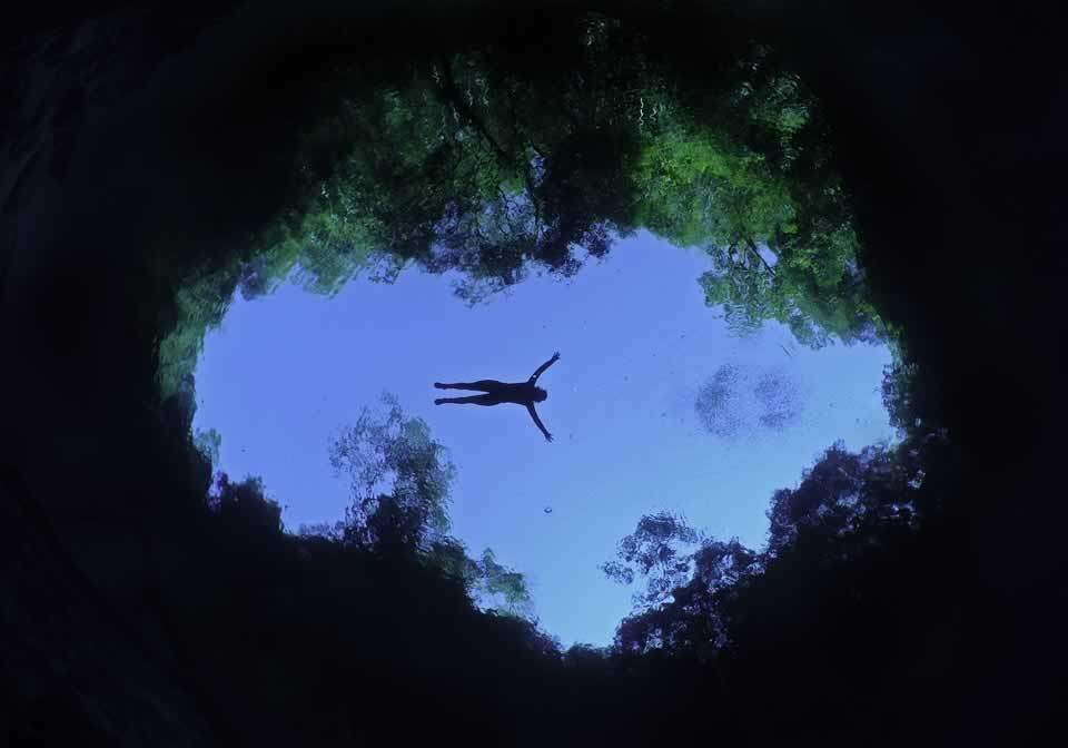 Flutuação na Lagoa Misteriosa é como se você estivesse voando (Foto: Marcelo Krause)