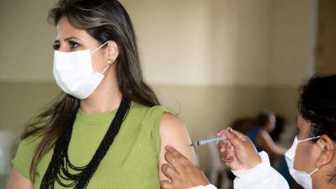 Vacinação contra covid é aplicada em 45 locais da Capital nesta sexta
