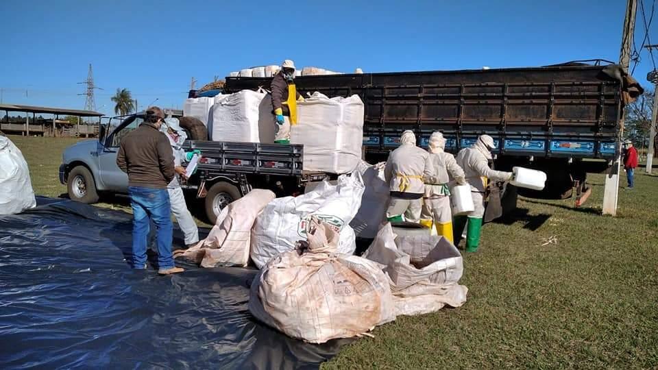 Algumas das embalagens entregues no Parque de Exposições Lídia Calabreta Massi. (Foto: Prefeitura de Ivinhema)