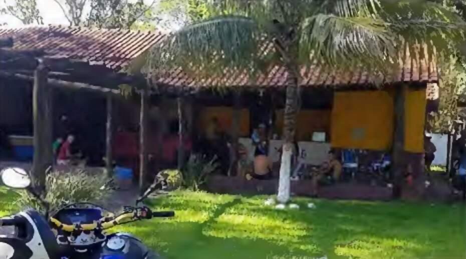 Aglomeração em chácara também rendeu notificação e multa. (Foto: Guarda Municipal de Dourados)