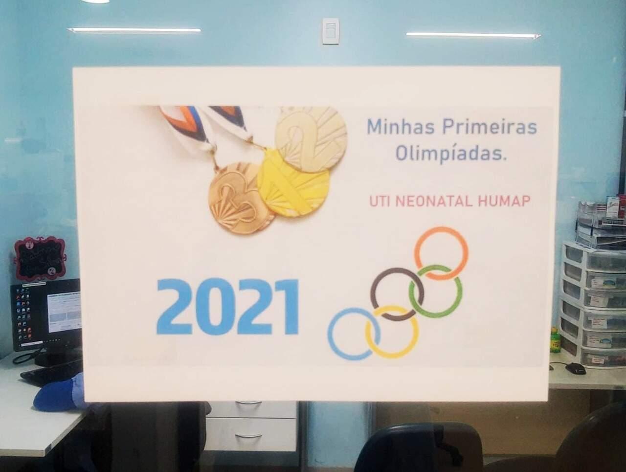 """Com o tema """"Minhas primeiras Olimpíadas"""", foram afixados cartazes com ícones esportivos e frases divertidas."""