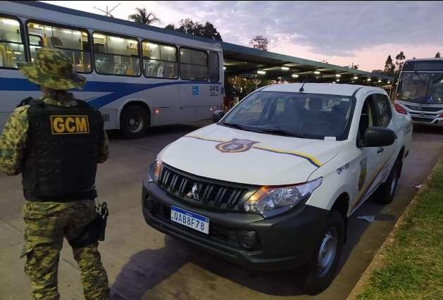 Fiscalização da Guarda notifica tabacaria com 50 pessoas após toque de recolher