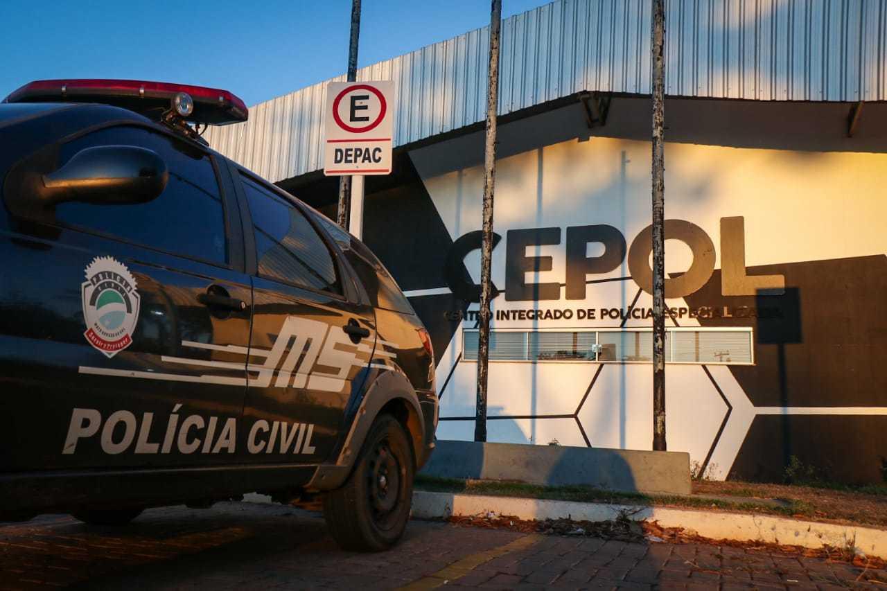 Caso foi registrado na Depac Cepol (Foto: Henrique Kawaminami)