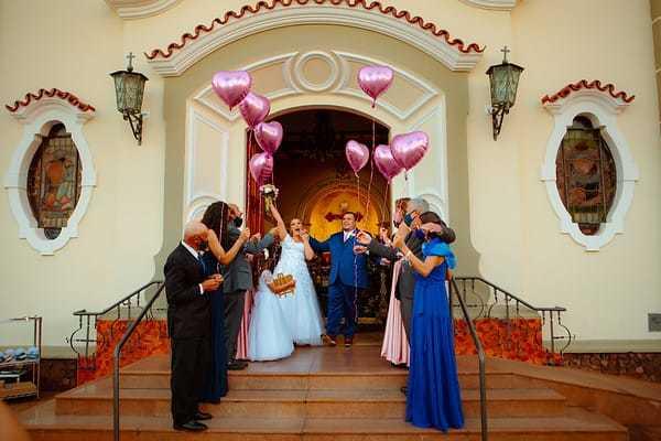 Toda família reunida na igreja durante a cerimônia. (Foto: Lilian Barros)