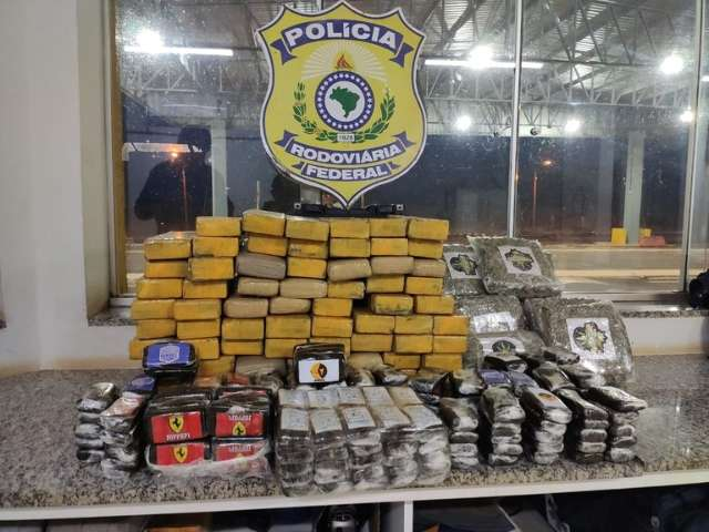 Policiais encontram tabletes de maconha, haxixe e skunk jogados em rodovia