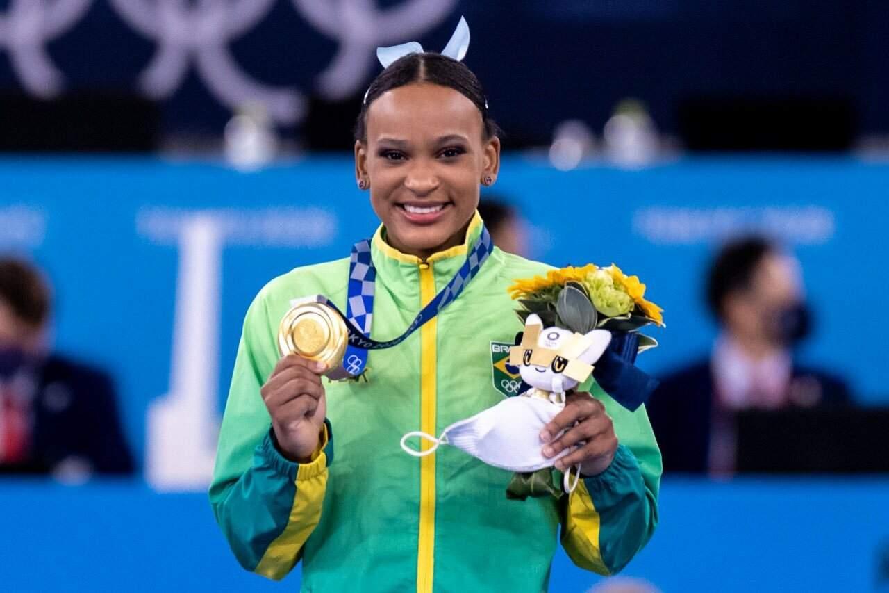 Atleta brasileira no lugar mais alto do pódio de Tóqui (Foto: Miriam Jeske/COB)