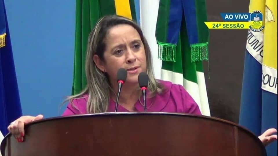 Vereadora Lia Nogueira durante sessão da Câmara Municipal de Dourados. (Foto: Arquivo Pessoal)
