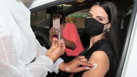 Com novo público, vacinação contra covid tem início às 12h30 na Capital