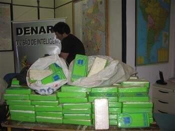 Droga apreendida em flagrante de 14 anos atrás. (Foto: Denarc-SP/Divulgação)