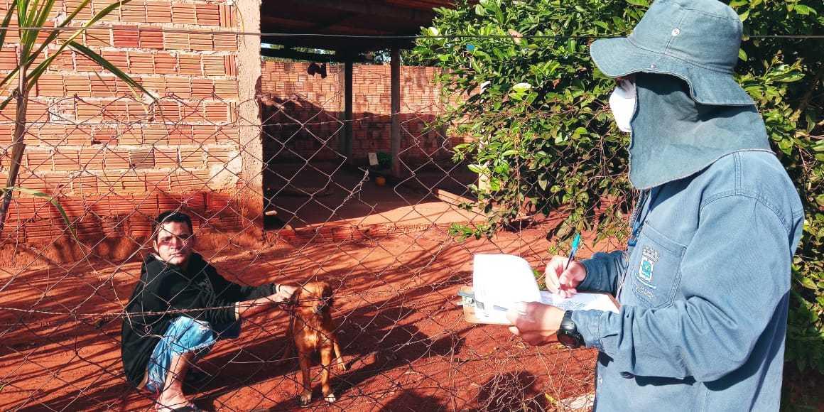 Vacina antirrábica começa a ser dada nas casas; animais precisam ter 4 meses de vida e estarem com boa saúde. (Foto: Divulgação/Sesau)