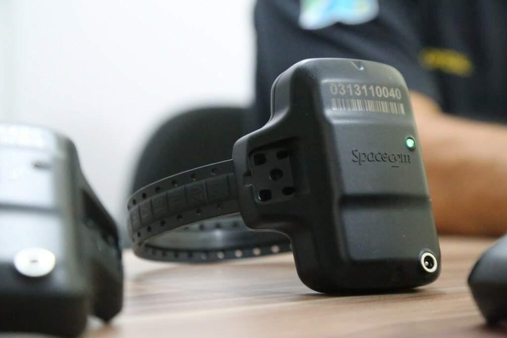 Análise da Defensoria Pública é de que tornozeleira eletrônica é pouco utilizada. (Foto: Arquivo)