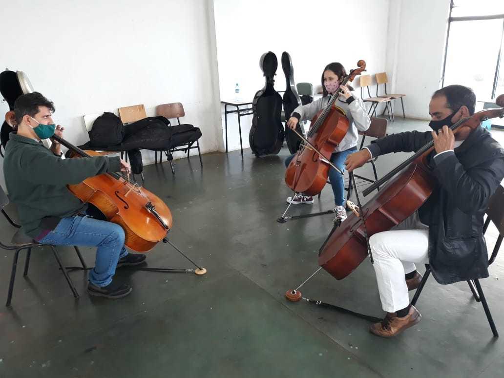 Alunos participando do projeto no Centro Cultural José Otávio Guizzo. (Foto: Assessoria Fundação de Cultura).