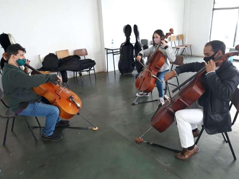 Projeto ensina violoncelo de graça aos sábados e ainda há vagas