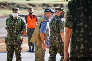 Militares e ex-ministro da Defesa, general do Exército Fernando Azevedo e Silva, no CMO. (Comando Militar do Oeste), quando visitou Campo Grande, em maio de 2020 (Foto: Henrique Kawaminami)