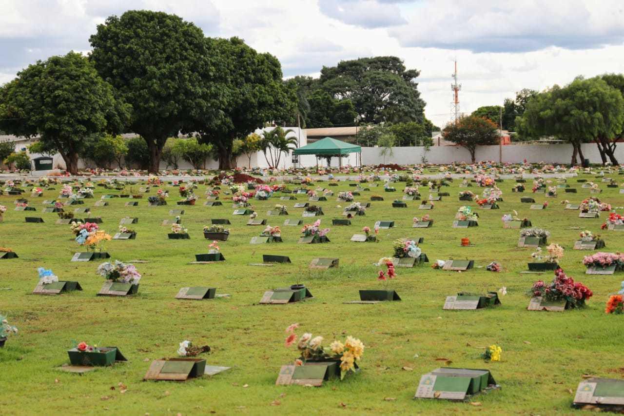 Cemitério Memorial Park, em Campo Grande. (Foto: Paulo Francis)