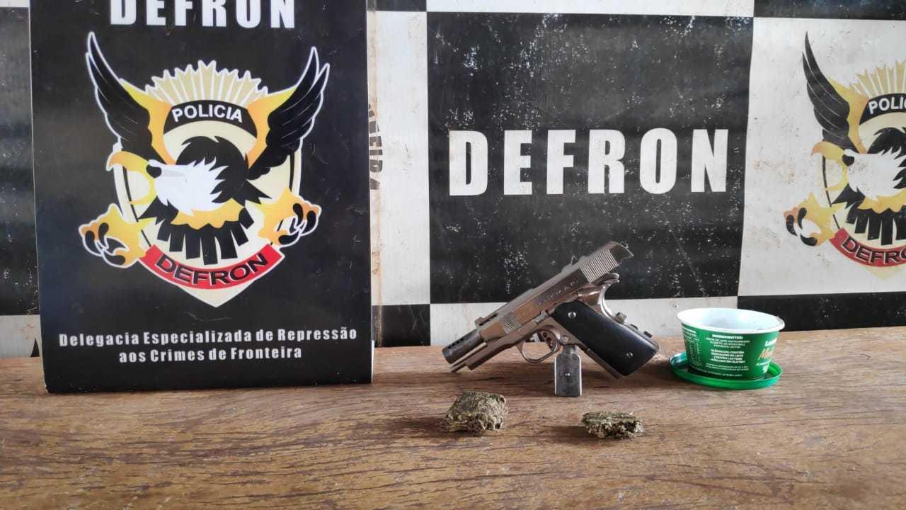 Pistola calibre 45 apreendida durante ação contra o tráfico. (Foto: Adilson Domingos)