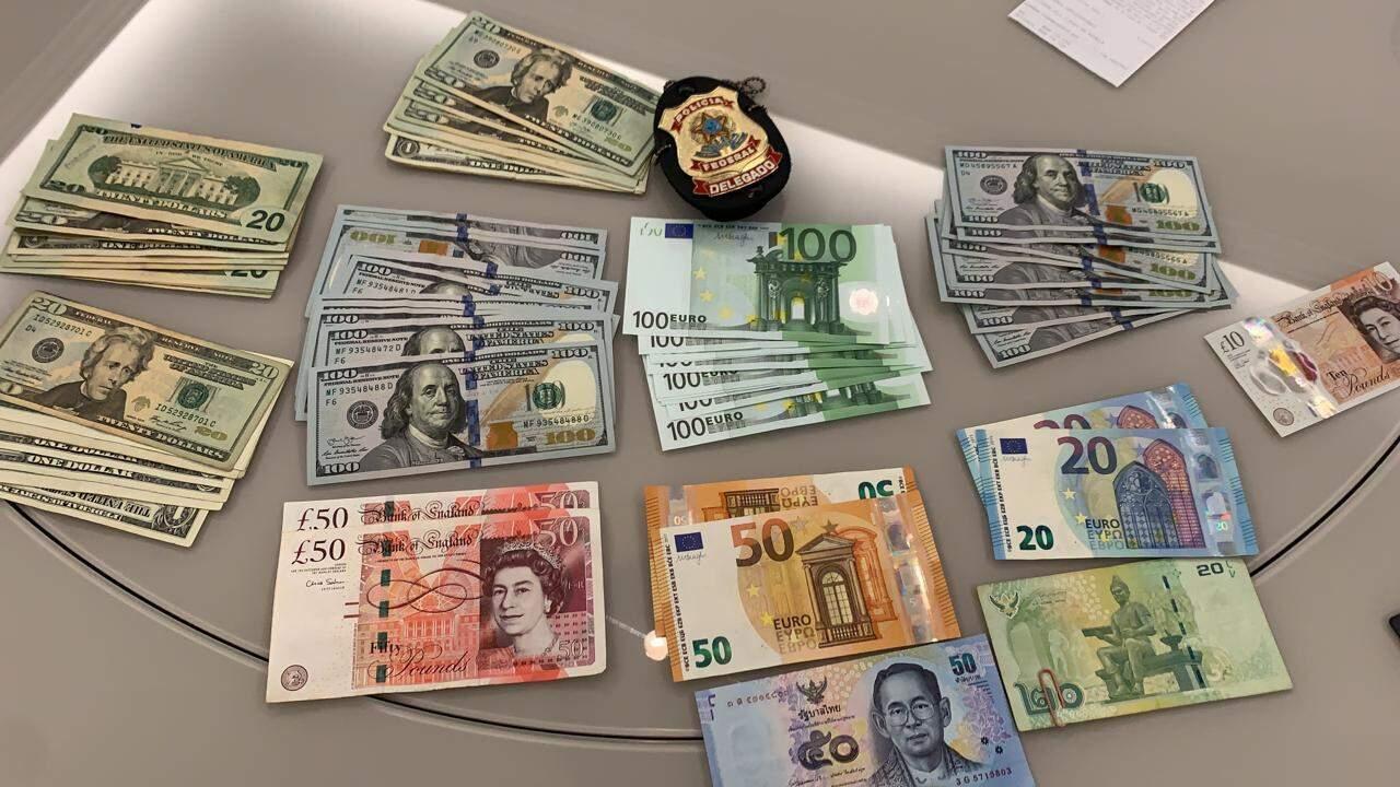 Dólares, libras e euros apreendidos na manhã desta quarta-feira (Foto: Divulgação)